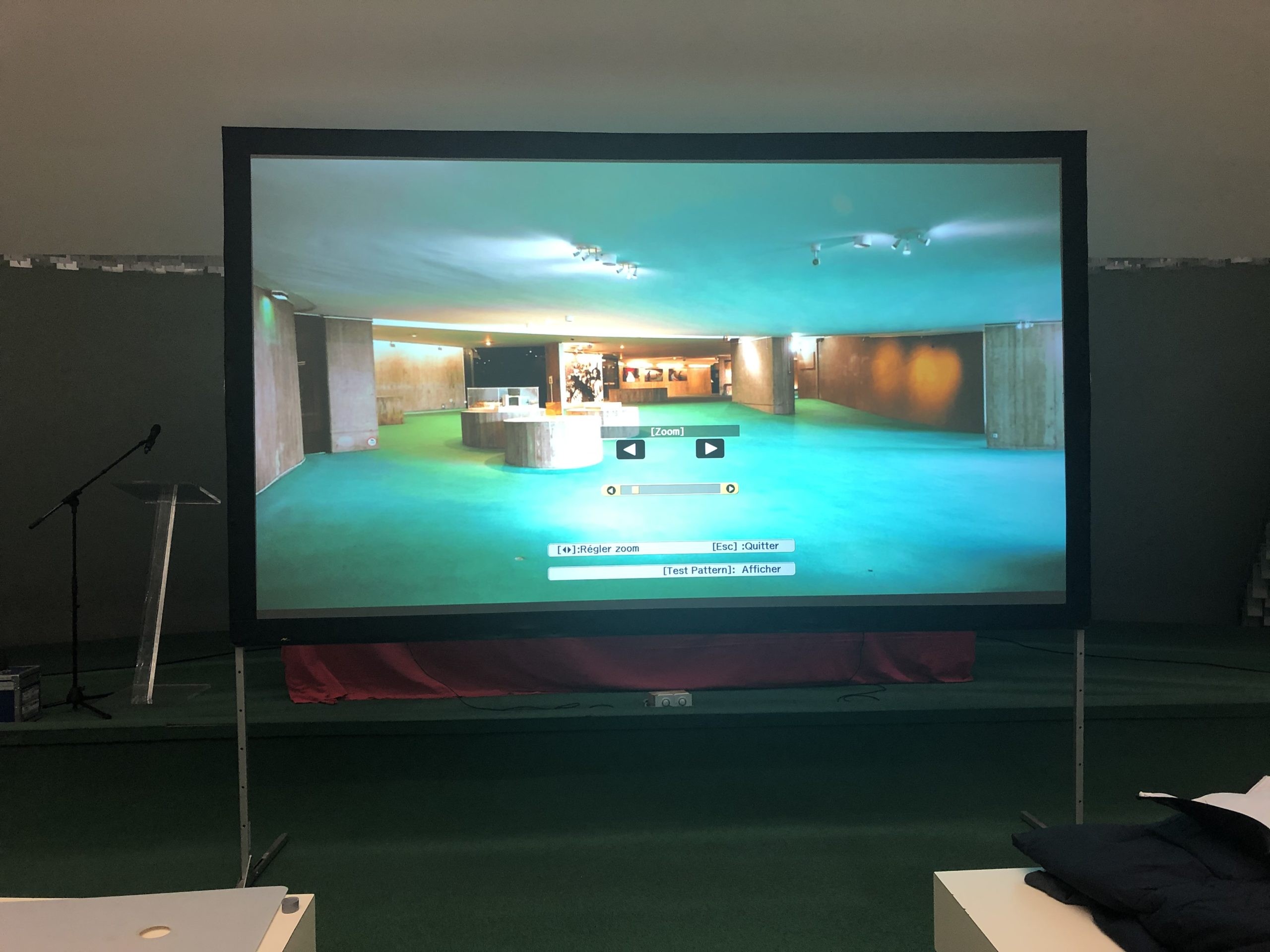 Ecran avec retro-projection COMPACT1588